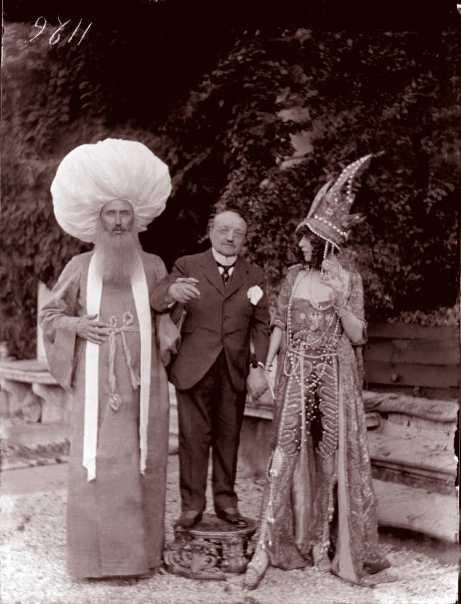 Mariano-Fortuny-Ca-Venier-dei-Leoni.-Festa-in-costume.-La-marchesa-Casati-con-Giovanni-Boldini-e-un-altro-ospite-1913